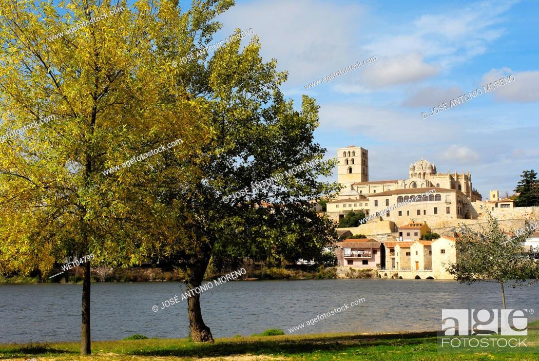 Stock Photo: Romanesque cathedral (12th century) and Douro river, Zamora, Via de la Plata, Castilla-Leon, Spain.