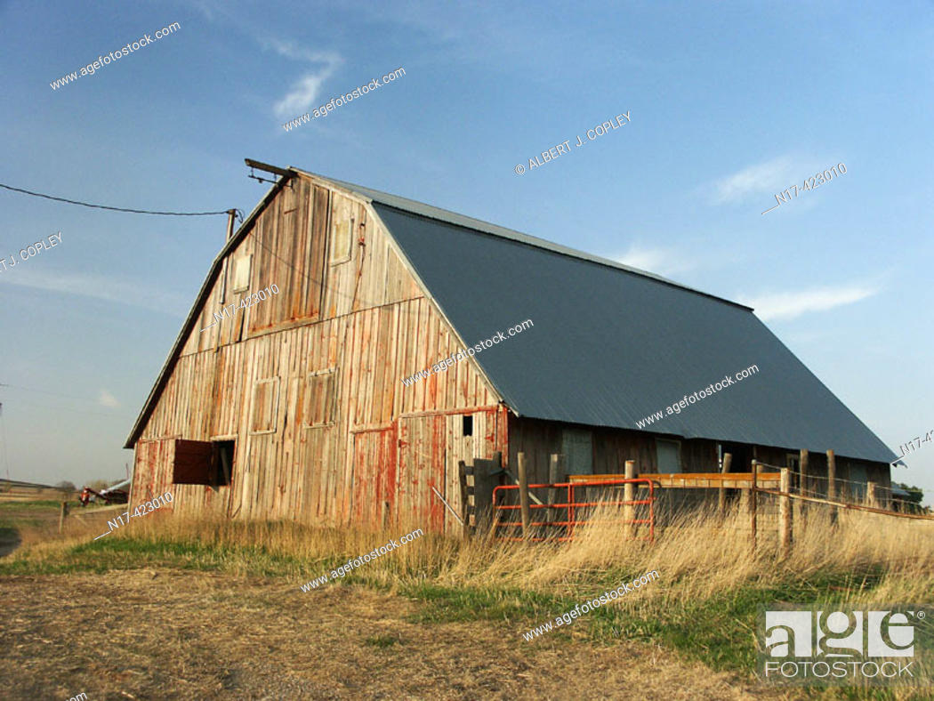 Stock Photo: very old barn, central United States.