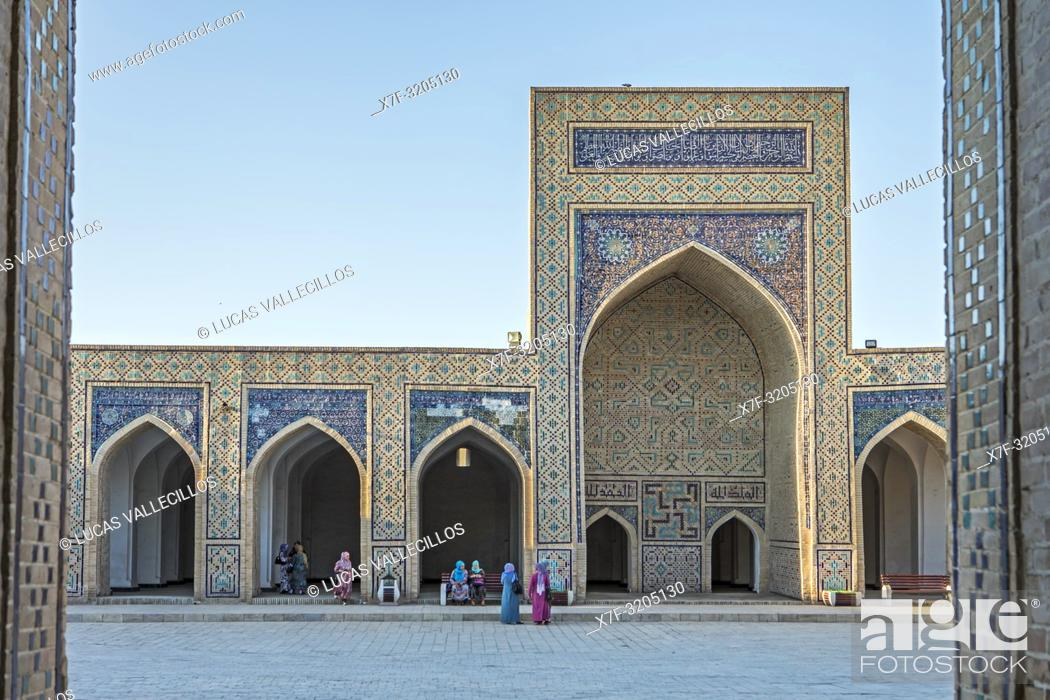 Imagen: Courtyard of Kalon Mosque, Old Town, Bukhara, Uzbekistan.