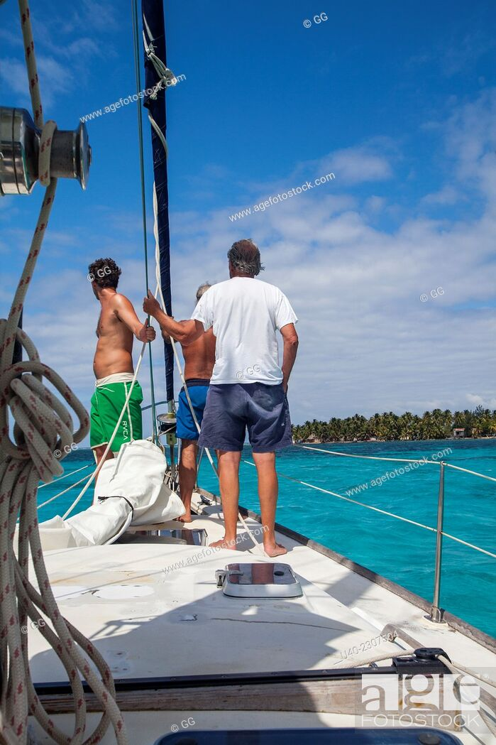 Stock Photo: Sailing the cayes, Belize.