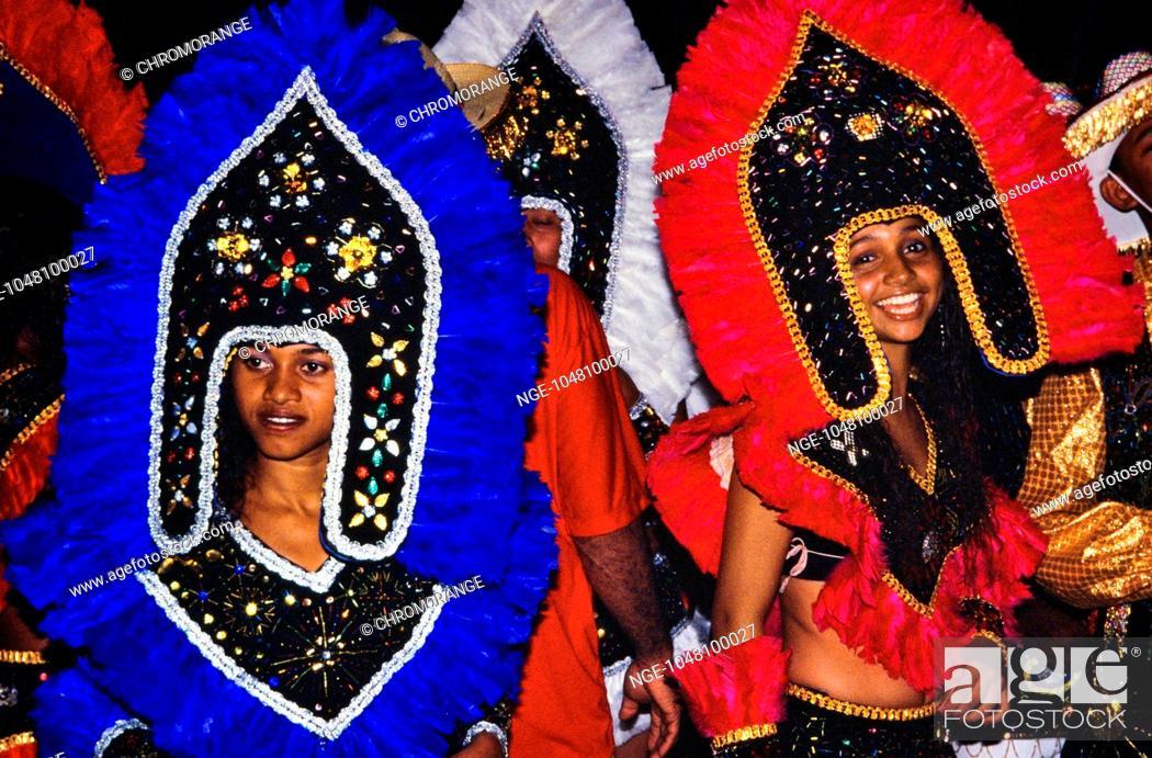Imagen: Two whoman dancers at Festas Juninas and carnival Bumba-meu-boi in Maranhao, Northeastern of Brazil.