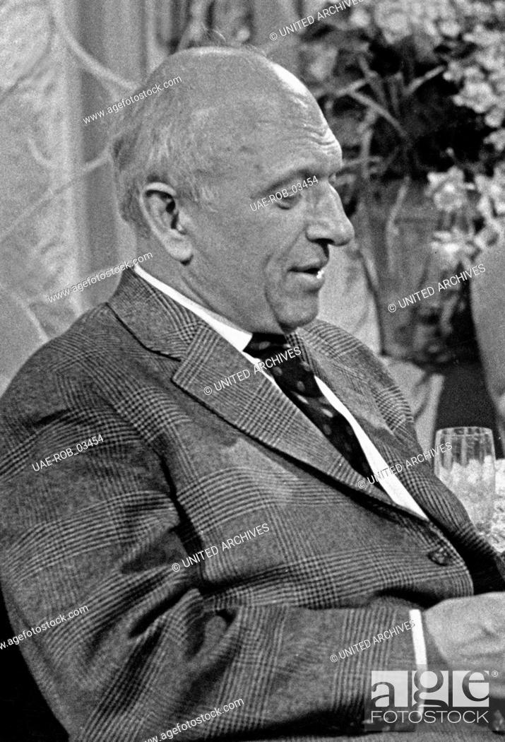 Imagen: Der deutsche Kabarettist, Schauspieler und Schriftsteller Werner Finck, Hamburg 1960er Jahre. German cabaret artist, actor and author Werner Finck.