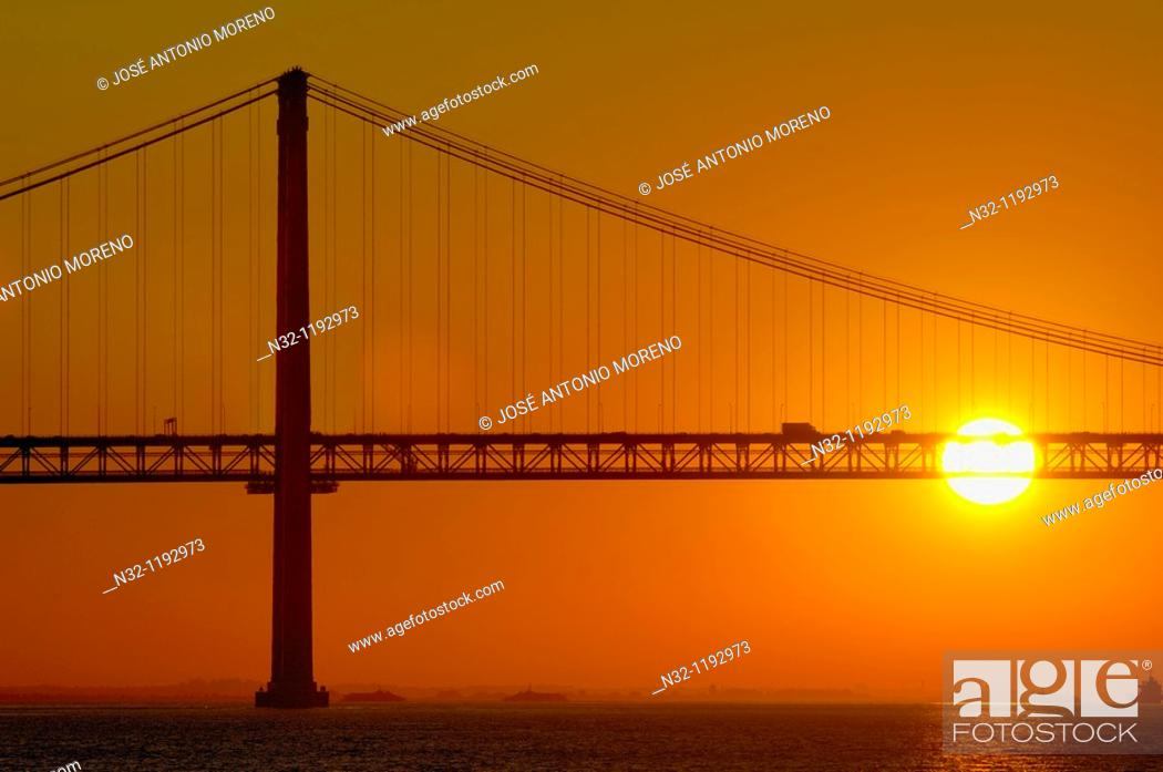 Stock Photo: Lisbon, 25th Abril bridge at dawn, River tagus, Tejo River, Portugal, Europe.