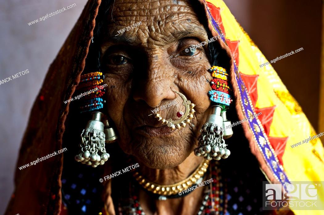 Stock Photo: Woman belonging to the Lambani caste ( Karnataka, India).