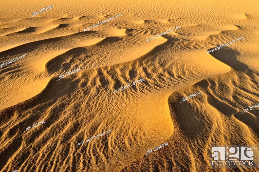 Imagen: Sand structure, sand dune near Tehenadou, Adrar n'Ahnet, Adrar Ahnet, Algeria, Sahara, North Africa.