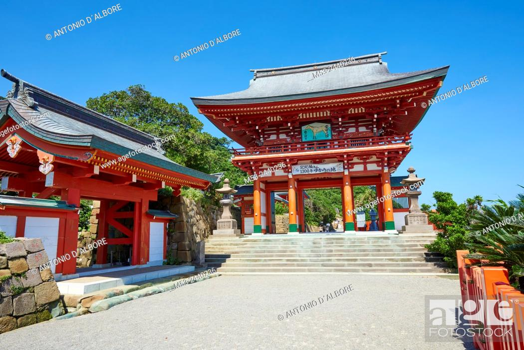 Imagen: A Sanmon gate at the entrance of Udo-Jingu shinto temple. The shrine is dedicated to Yamasachihiko, the father of Jimmu, the mytical first emperor of Japan.