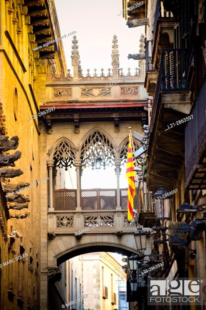 Stock Photo: Bridge. Carrer del Bisbe, Barcelona, Catalonia, Spain.
