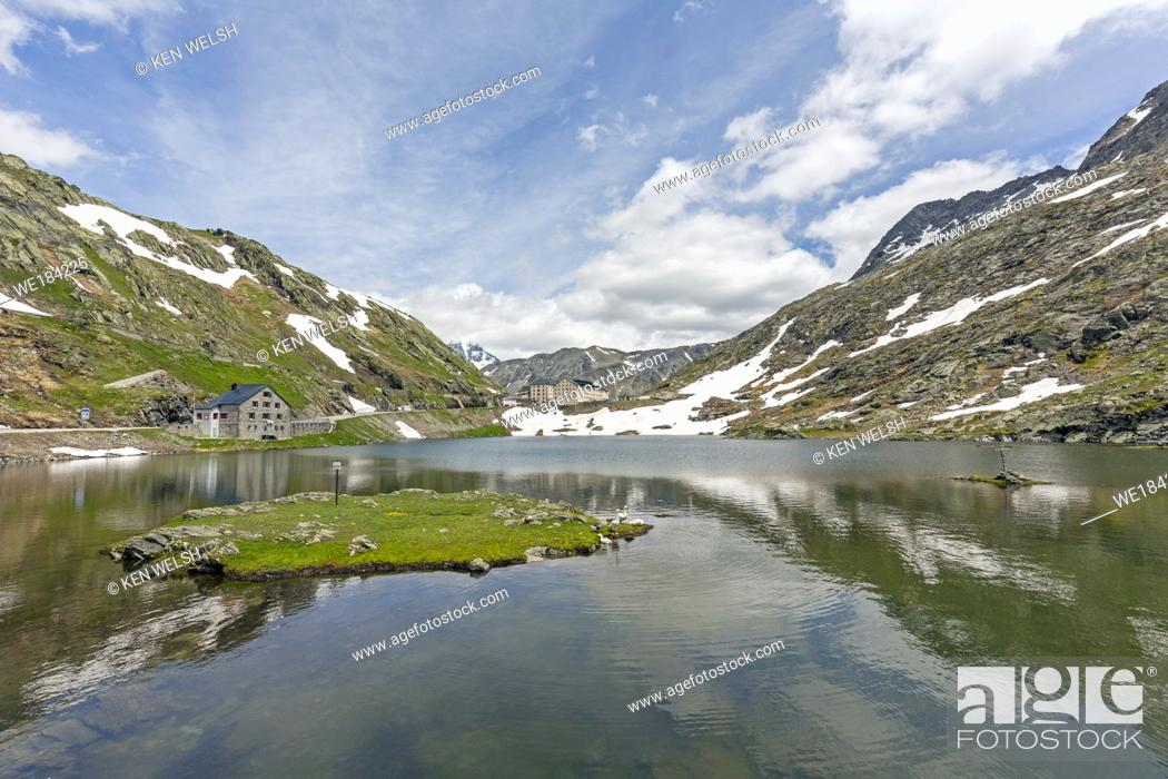 Imagen: Col du Grand St-Bernard. View across Great St. Bernard Lake to the Great St. Bernard Hospice. The lake is on the border between Valais Canton.
