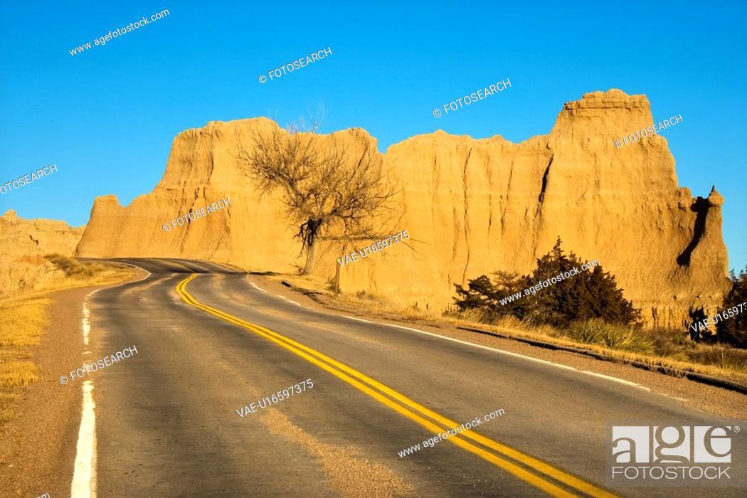 Stock Photo: Scenic roadway in Badlands National Park, South Dakota.