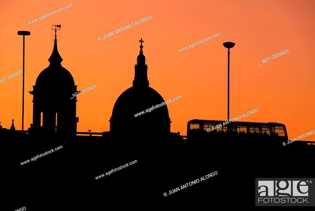 Imagen: The City at dusk. London, England, Great Britain, Europe.