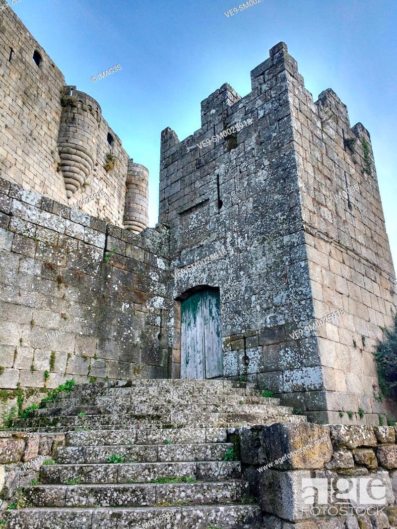 Imagen: Castro Caldelas Castle, Ribeira Sacra, Ourense, Galicia, Spain.