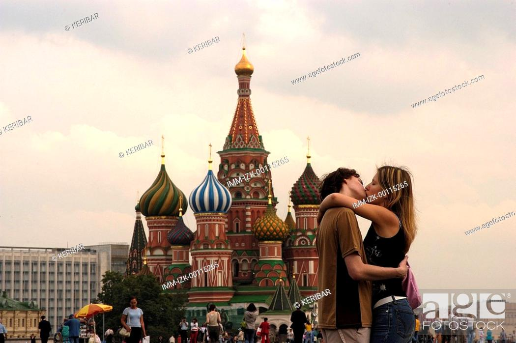 Stock Photo: Red Square, St Basil's Cathedral, lovers kissing , Moscow, Russia, Europe.