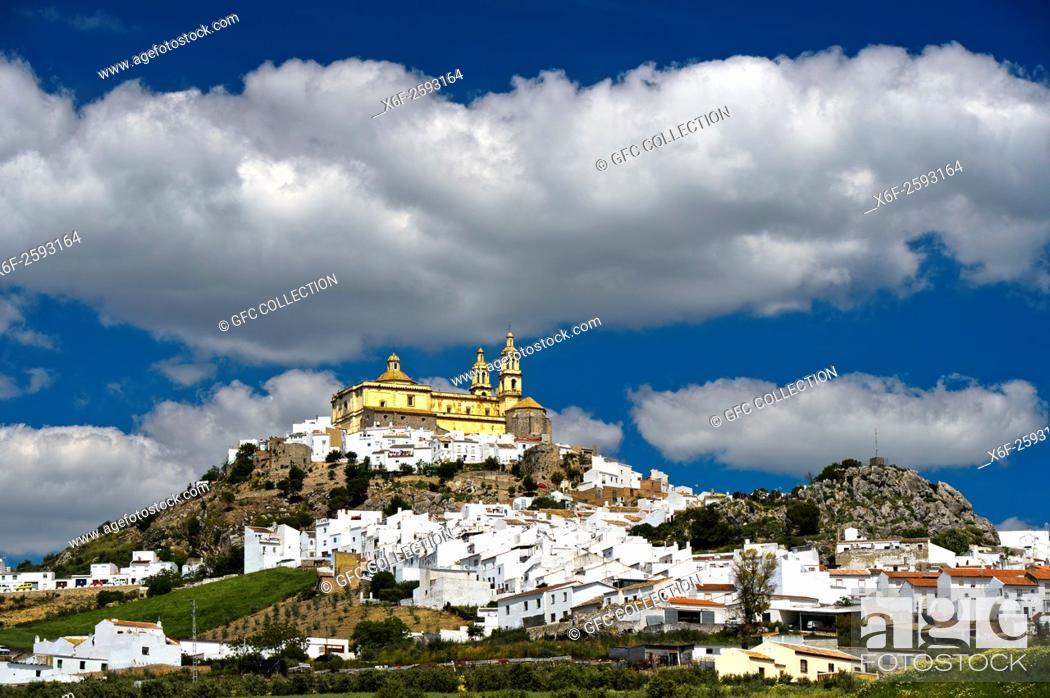 Photo de stock: The White Town, Pueblo Blanco, Olvera with the parish church of Our Lady of the Incarnation, Parroquia de Nuestra Señora de la Encarnación, Olvera.
