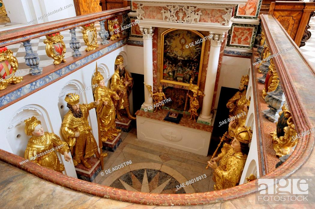 Imagen: Crypt of the princes of Tyrol (Furstengrufte), 1681, by Andreas Tamasch, church of the Cistercian Abbey of Stams, Tyrol, Austria, 13th-18th century.