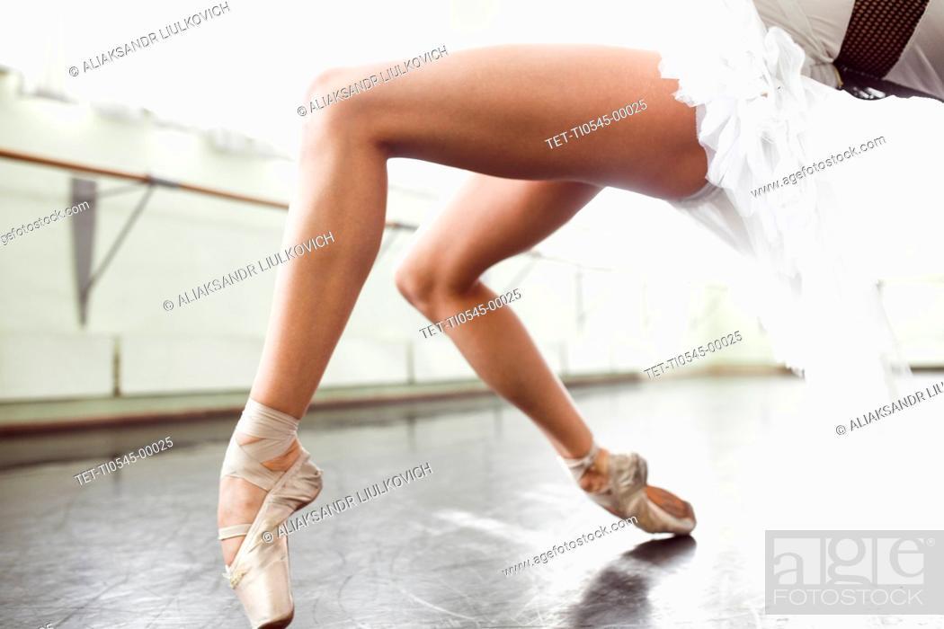 Imagen: Legs of ballerina.
