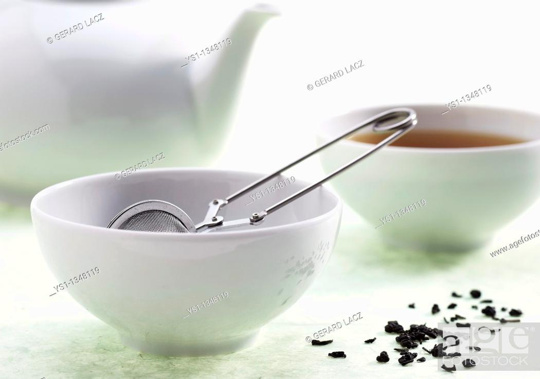 Stock Photo: BOWLS WITH INFUSION OF GREEN TEA.