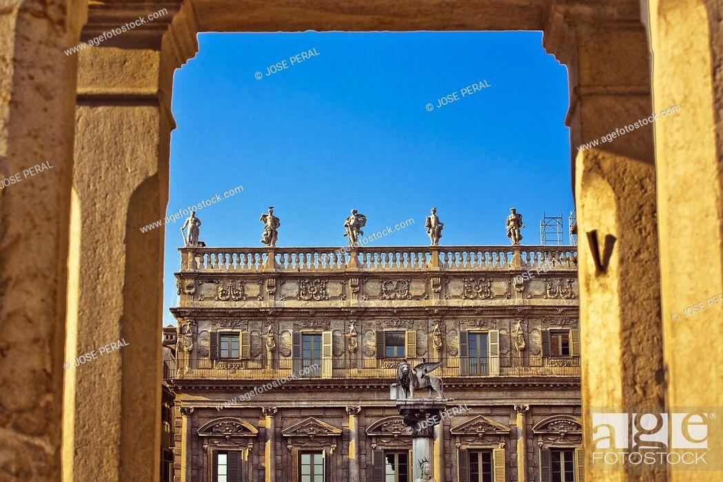 Stock Photo: St Mark's lion in front of Palazzo Maffei palace, Piazza delle Erbe square, Verona, Veneto, Italy, Europe.