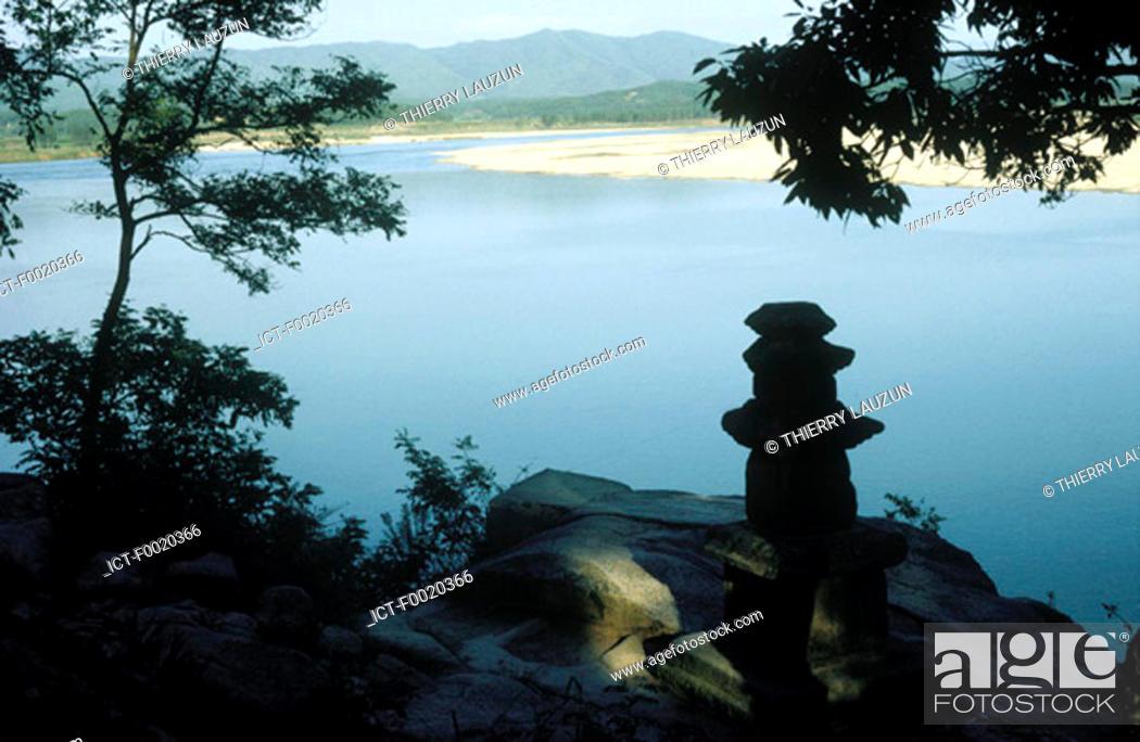 Stock Photo: South Korea, Silluk Sa temple, Han river.