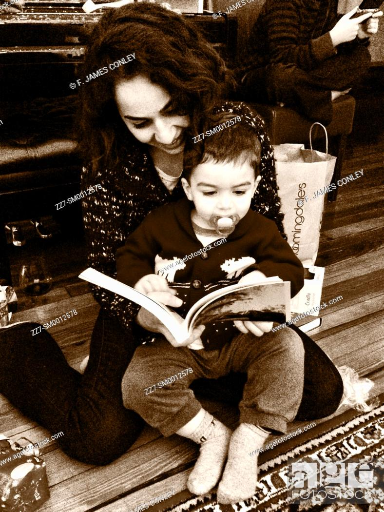Imagen: A mother reads to her son.