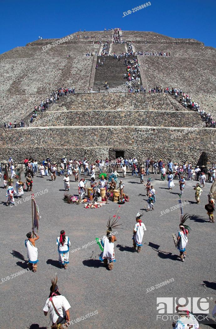 Stock Photo: Indians entertaining, Pyramid of the Sun, Piramide del Sol, Teotihuacan Archaeological Site.
