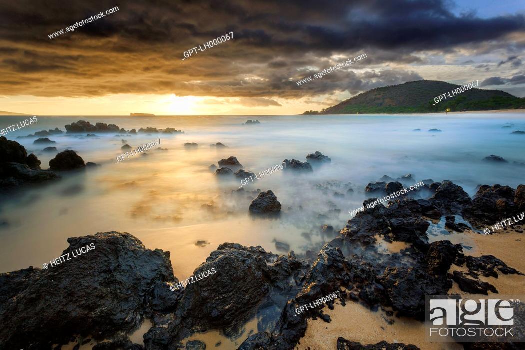 Stock Photo: SUNSET OVER THE VOLCANIC ROCK BEACH, BIG BEACH, MAKENA, KIHEI, MAUI, HAWAII, UNITED STATES, USA.