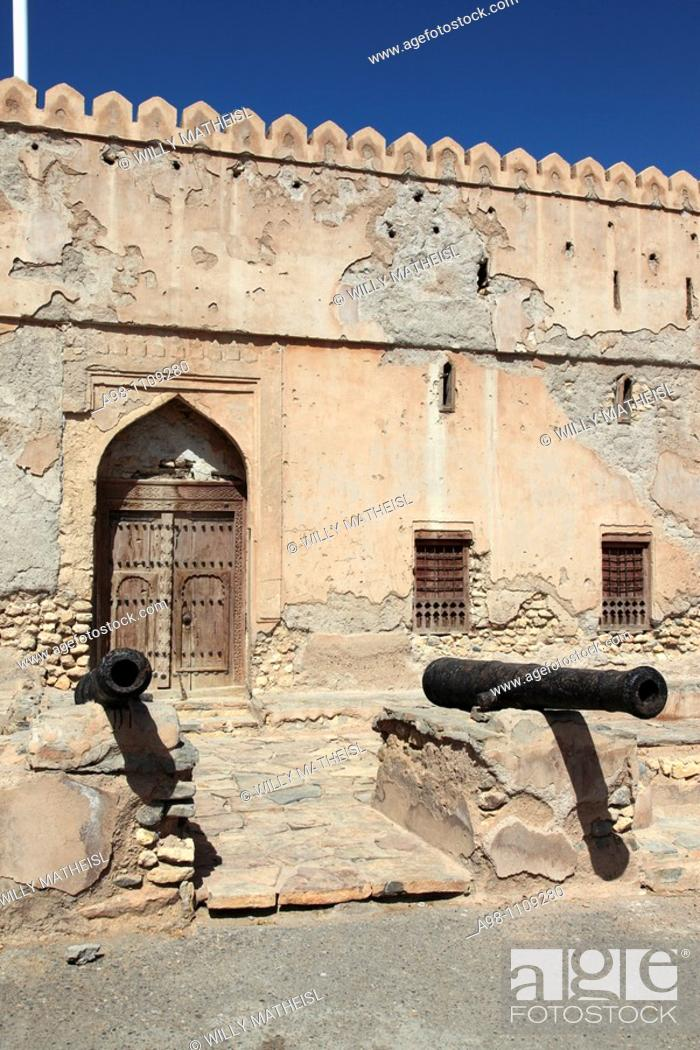 Imagen: two old traditional cannons in front of the facade of Fort Quriat in the village Quriat, Sultanate of Oman, Asia.
