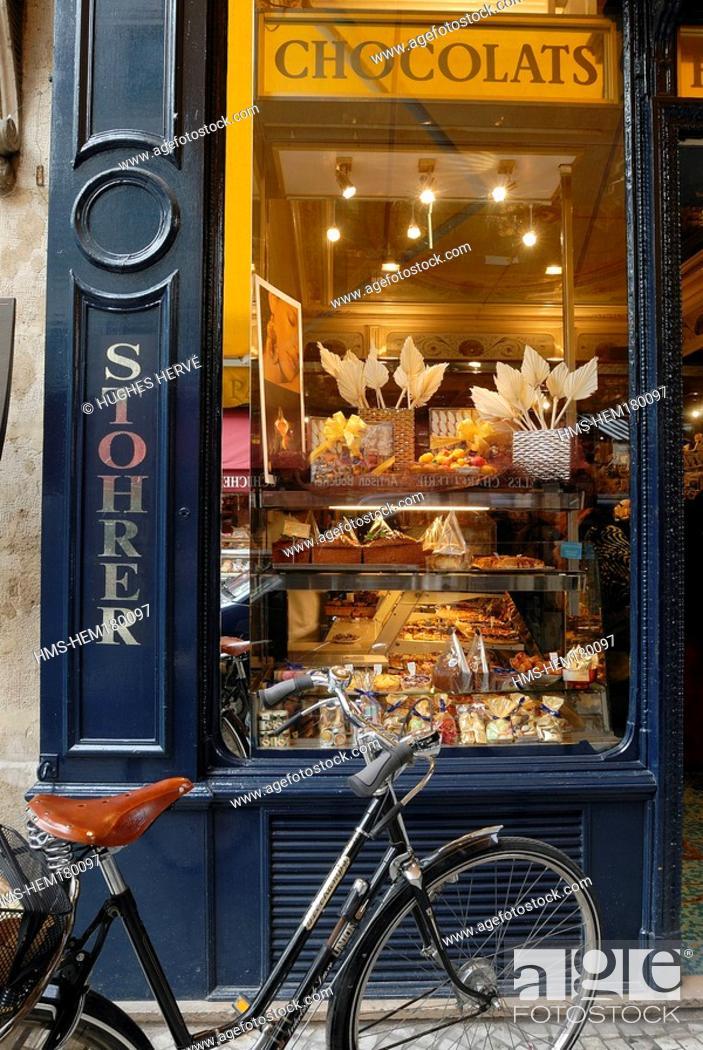 Stock Photo: France, Paris, Patisserie Stohrer, Rue Montorgueuil.
