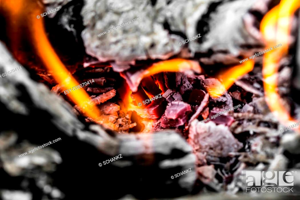 Imagen: abstract background of burning coals.