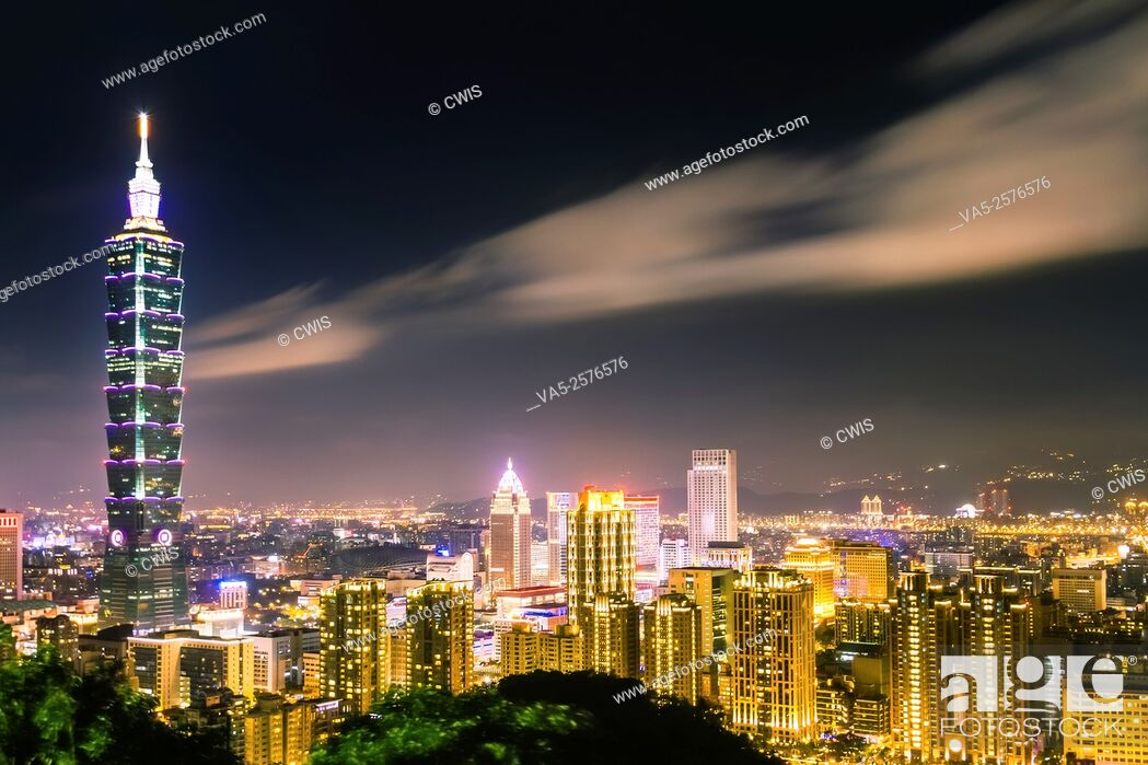 Stock Photo: Taipei, Taiwan - Night view of Taipei City and 101 Tower from Elephant mountain.