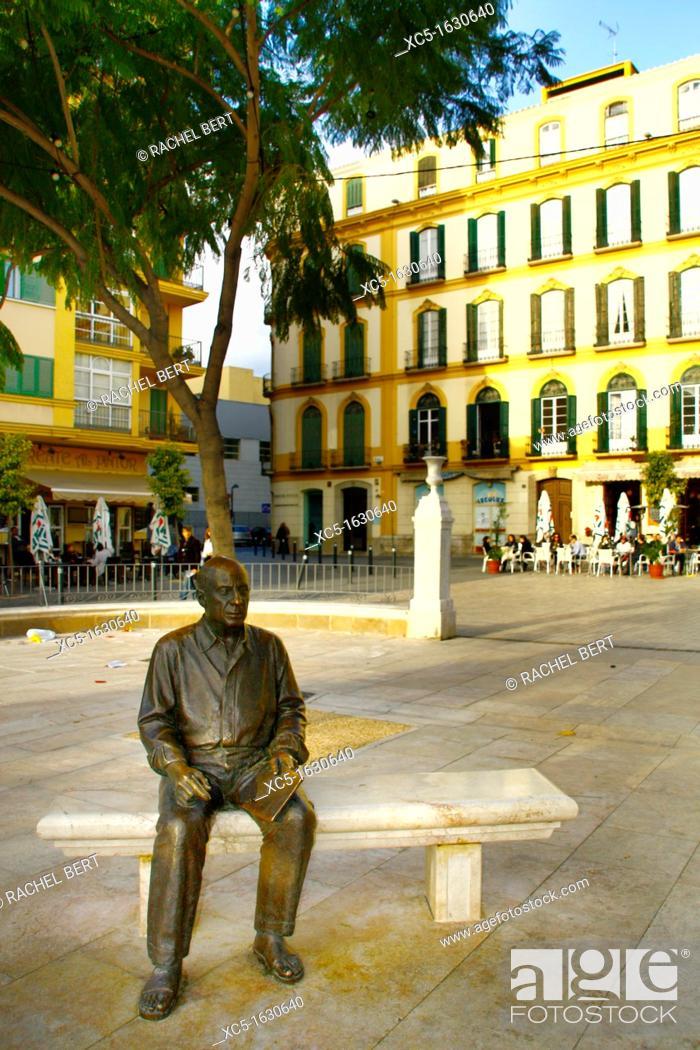 Stock Photo: Sculpture of Picasso in Plaza de la Merced, Malaga, Costa del Sol, Andalucia, Spain, Europe.