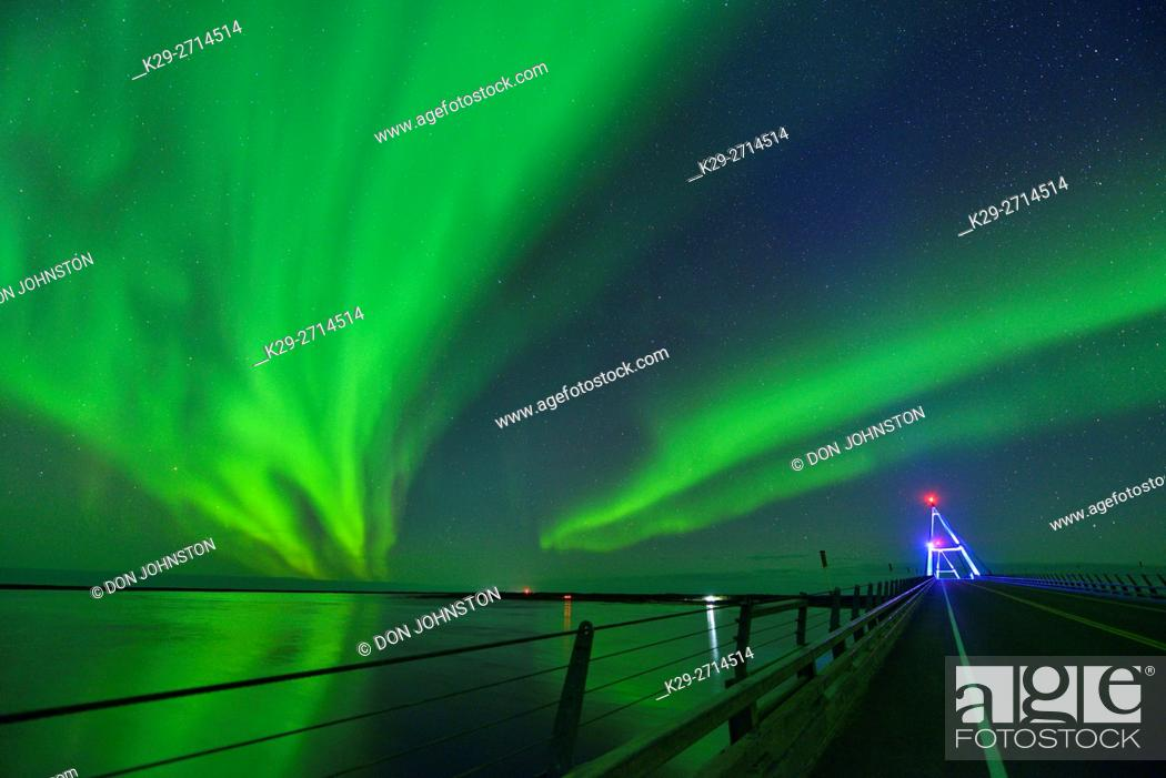 Stock Photo: Aurora borealis (northern lights) in the night sky over the MacKenzie River with the Deh Cho Bridge, Fort Providence, Northwest Territories, Canada.