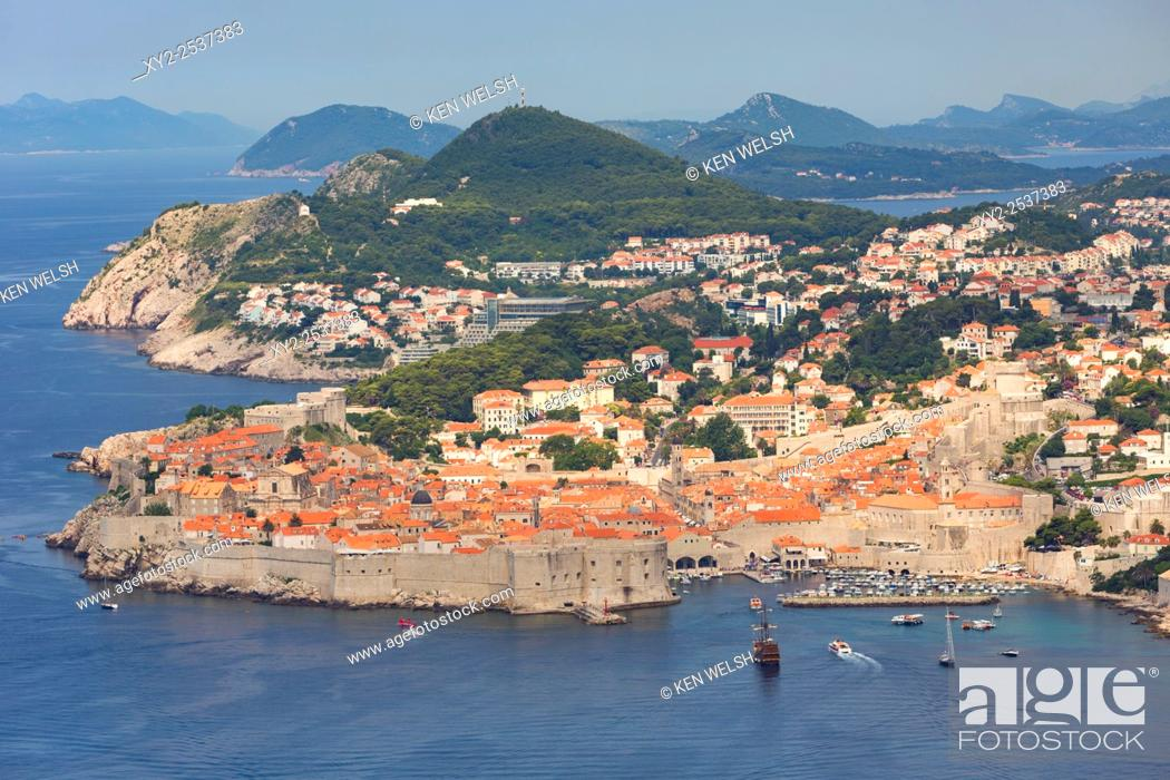 Photo de stock: Dubrovnik, Dubrovnik-Neretva County, Croatia. Overall view of the old city and the port. The old city of Dubrovnik is a UNESCO World Heritage Site.