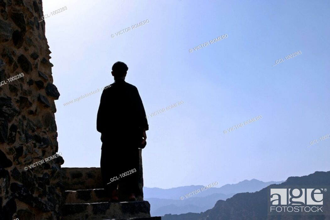 Stock Photo: Man looking at Fujeirah mountains, United Arab Emirates.