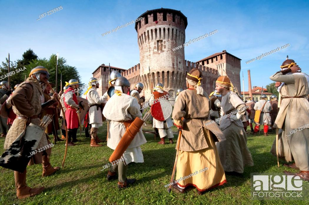 Stock Photo: Italy, Lombardy, Soncino, Rocca Sforzesca, Castle, Historical Reenactment, Medieval Soldier.