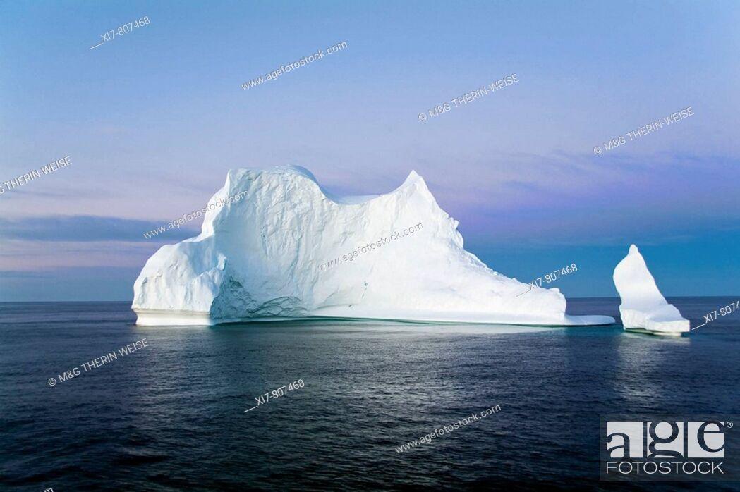 Stock Photo: Iceberg in the Labrador Sea, Canada  Iceberg sur la mer du Labrador, Canada  Eisberg in der Labrador See, Kanada.