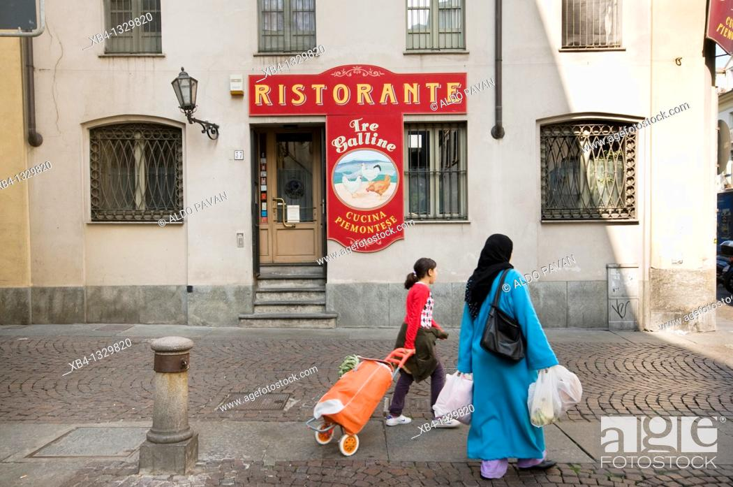 Stock Photo: Italy, Turin, Porta Palazzo district, Moroccan people.