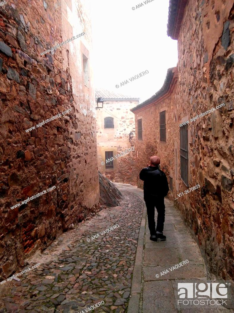 Stock Photo: Walk with fog, old street of Caceres, Cáceres, Extremadura, Spain.