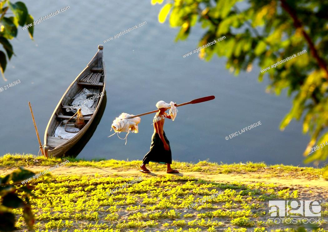 Stock Photo: The Irrawaddy is a river that flows from north to south through Myanmar (Burma), and is the country's largest river and most important commercial waterway.