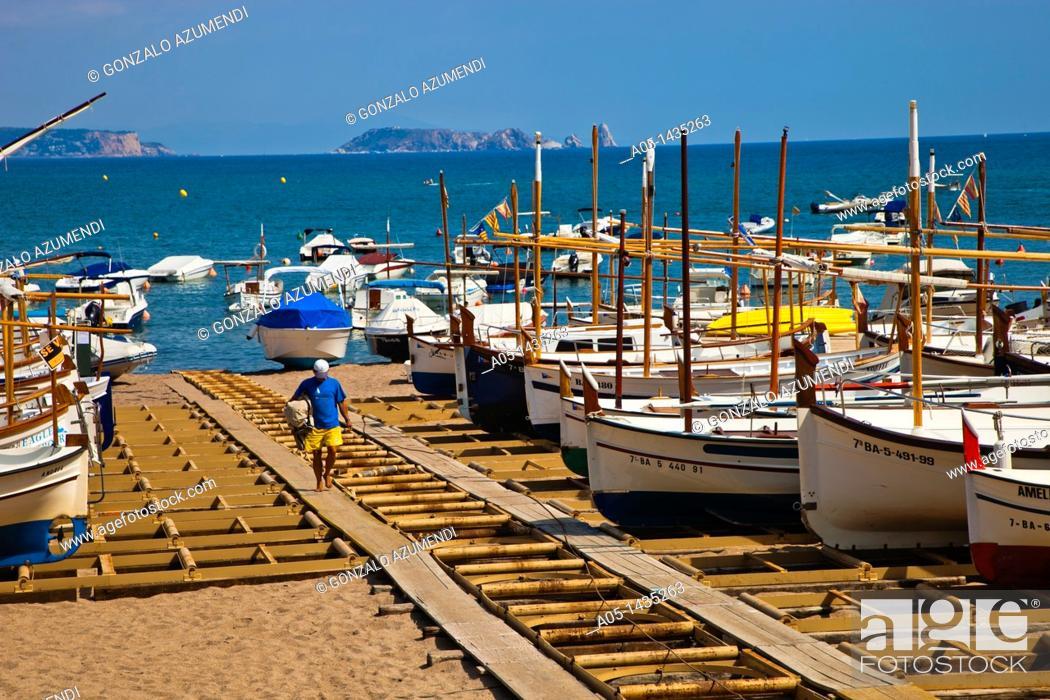Imagen: Sa Riera beach, Begur, Baix Empordá, Costa Brava, Girona Province, Catalonia, Spain.