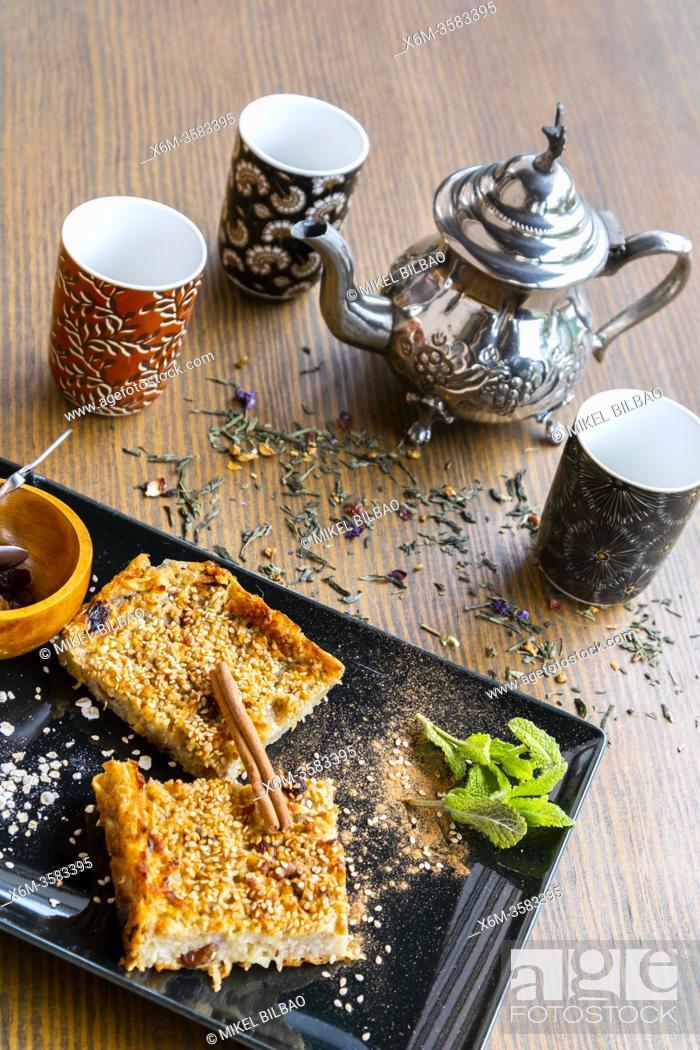 Imagen: Ohsawa bread. Macrobiotic diet, with sesame, apple, oats, cinnamon and raisins.