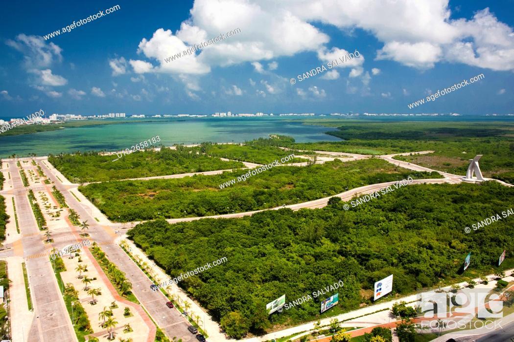 Photo de stock: Aerial view of Nichupte Lagoon and Malecon Tajamar, Cancun, Quintana Roo, Mexico.