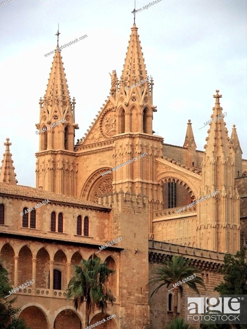 Stock Photo: Almudaina Palace and Gothic cathedral, Palma de Mallorca. Majorca, Balearic Islands, Spain.
