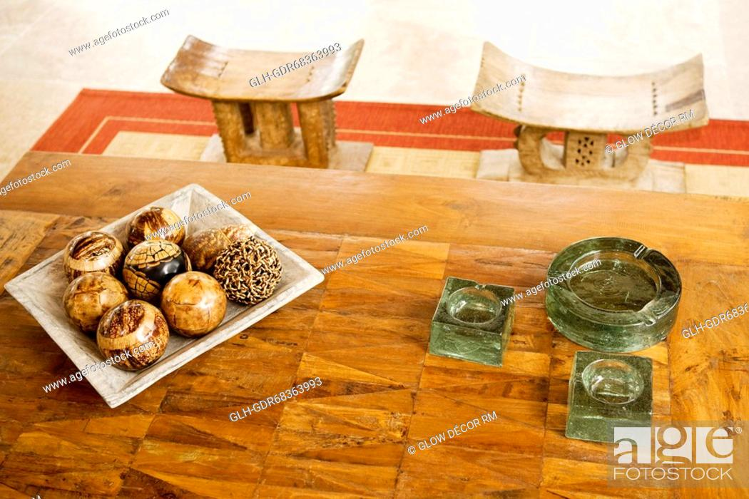Photo de stock: Tray of decorative balls and ashtrays on a table.