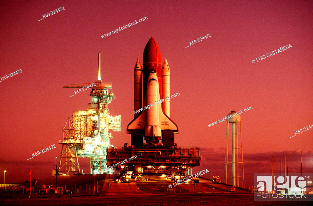 Stock Photo: Shuttle Discovery during Roll-out. Kennedy Space Center. Florida. USA.