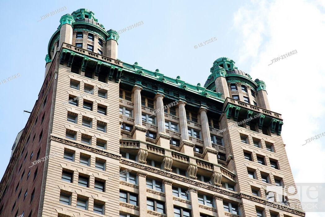 Stock Photo: buildings in city hall park, south Manhattan, New York, Usa, America.