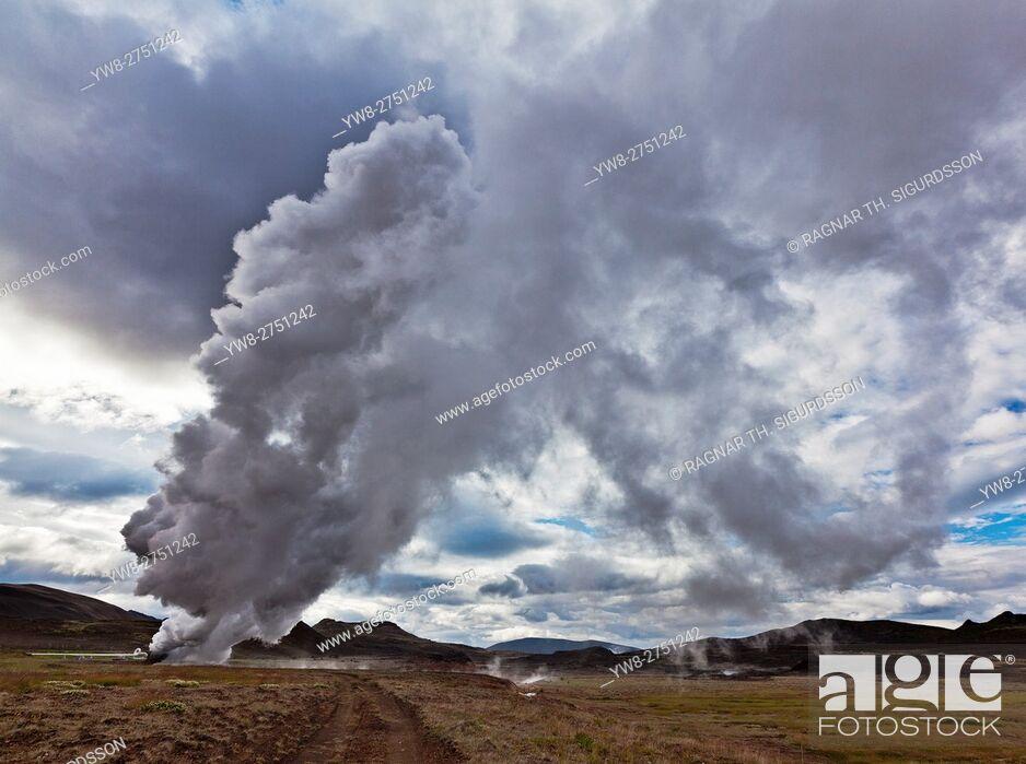 Imagen: Steaming borehole, Bjarnarflag Geothermal Plant, Iceland.