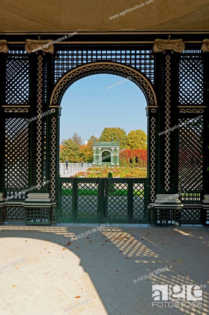 Stock Photo: Crown prince's garden, hedge, autumn, color, leaves, pavilion.