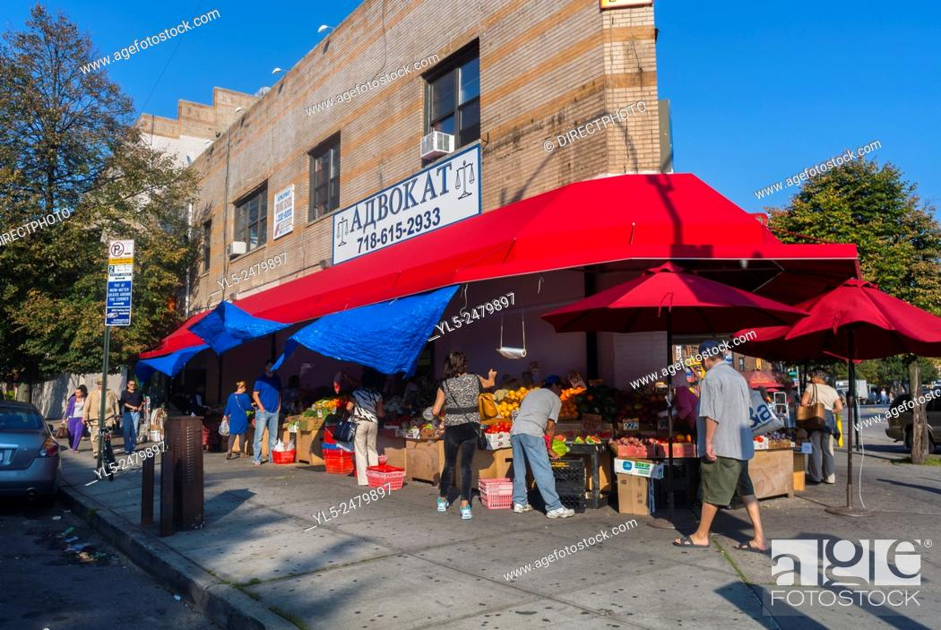 Imagen: Brighton Beach, Brooklyn, New York, Russian Immigrants Neighborhood Street Scenes. Local Grocery Food Store with Awning.