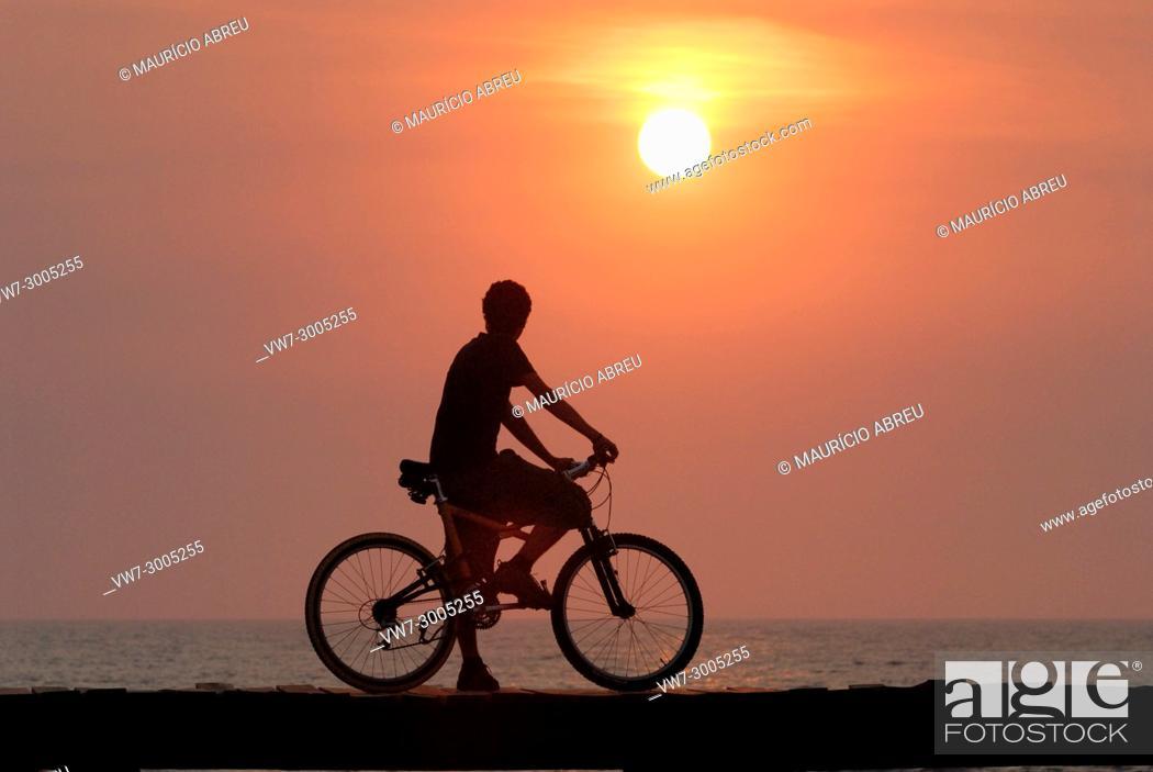 Imagen: Sunset on the beach. Costa Nova, Portugal.