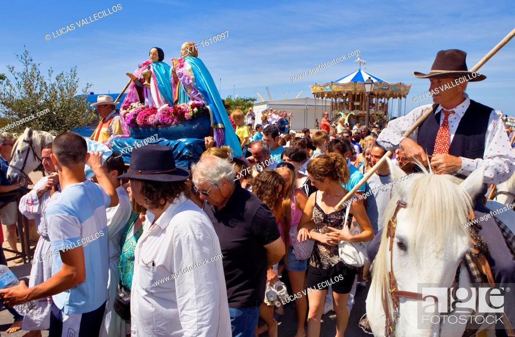 Stock Photo: Mª Jacobé and Mª Salomé Procession during annual gipsy pilgrimage at Les Saintes Maries de la Mer may,Camargue, Bouches du Rhone, France.